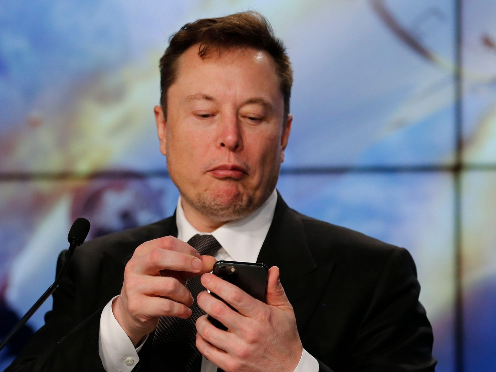 Elon Musk Is Urging People to Switch to Signal