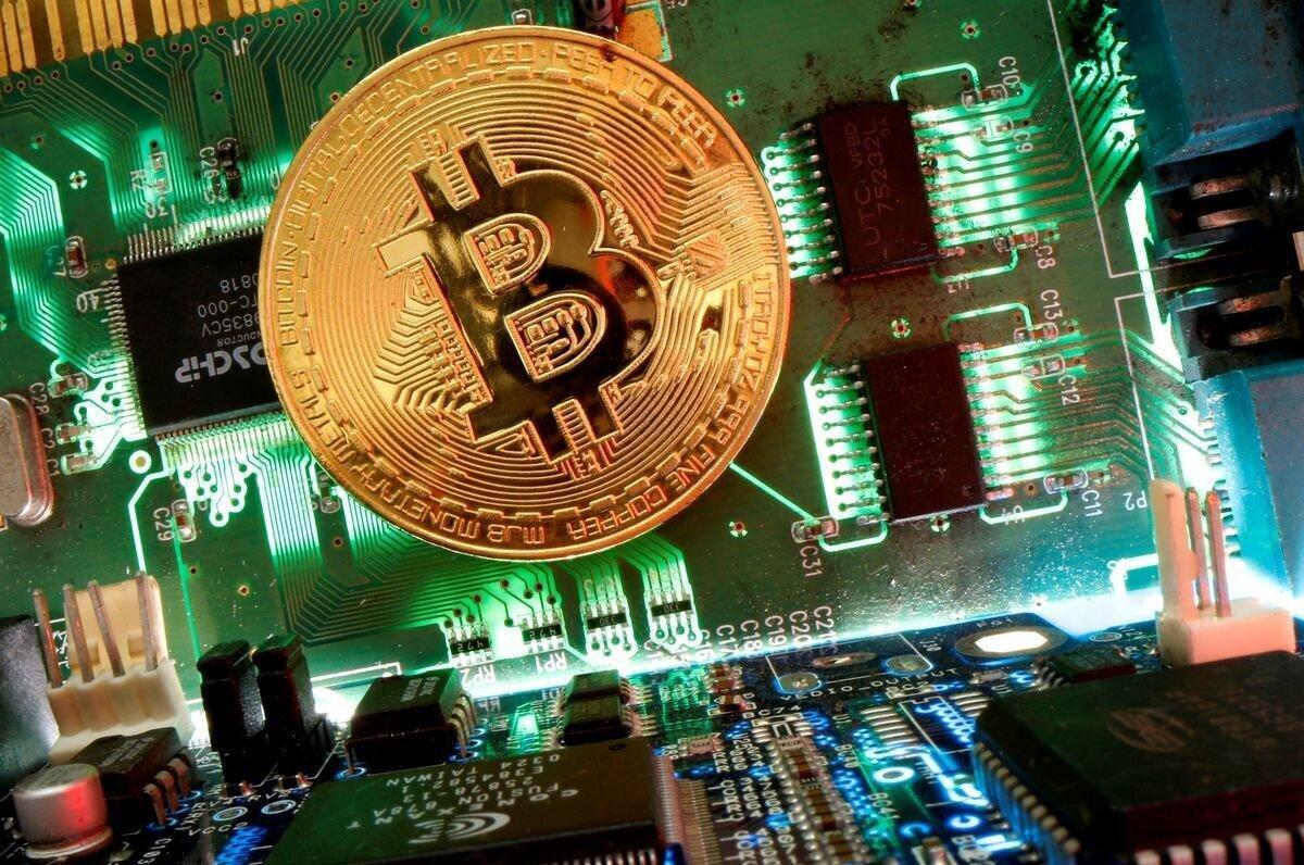 Bitcoin falls 1.8% to $50,270