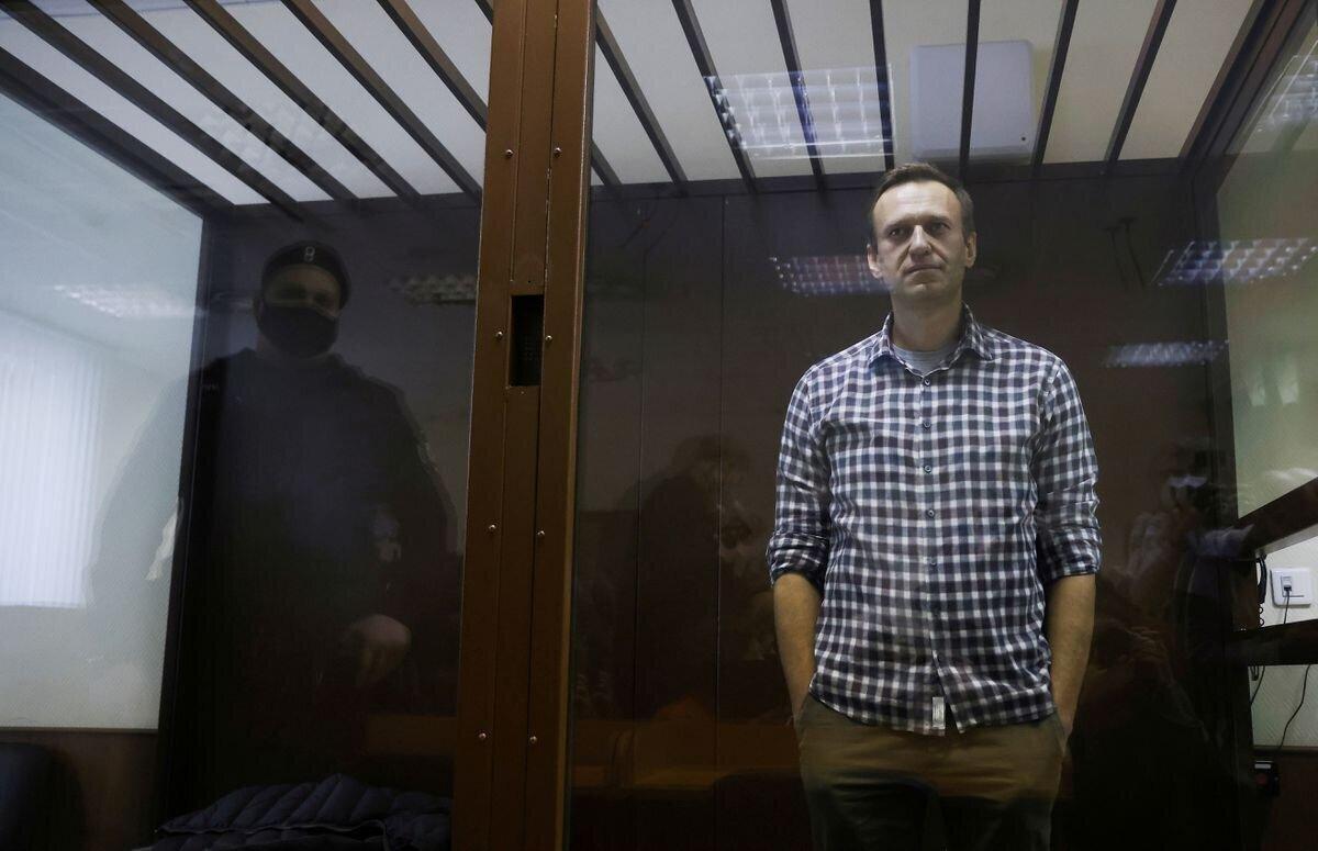France warns Russia of sanctions if Navalny dies