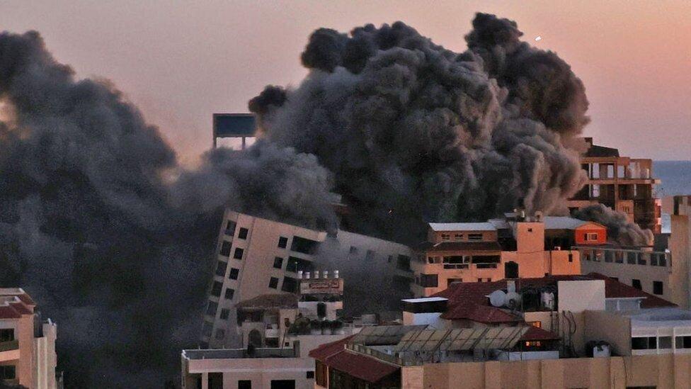 Rockets target Tel Aviv after Gaza tower destroyed