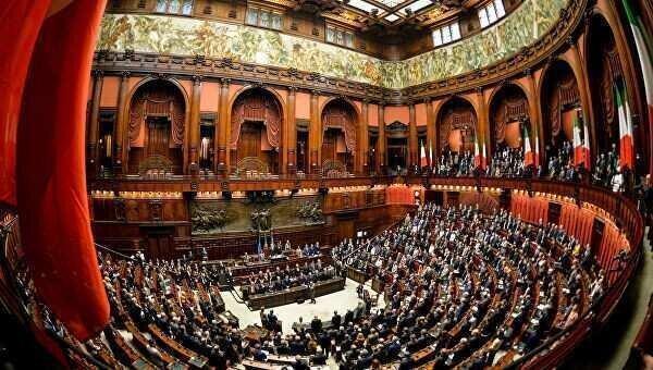 იტალია პარლამენტარების რაოდენობას 345 ადამიანით ამცირებს