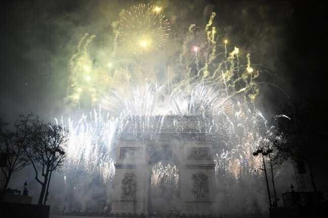 პარიზი ახალ წელს 2,700-ზე მეტი ფოიერვერკით შეხვდება
