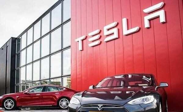 Tesla-მ ჩინეთში წარმოებული პირველი ელექტრომობილები თანამშრომლებს გადასცა