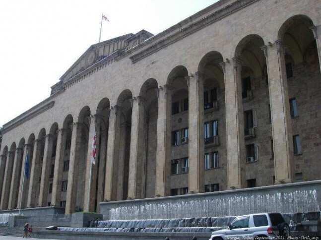 Tbilisi City Hall begins renovation of parliament yard