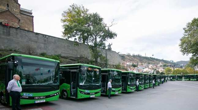 დღეიდან თბილისში 8-მეტრიანი ავტობუსები ივლიან