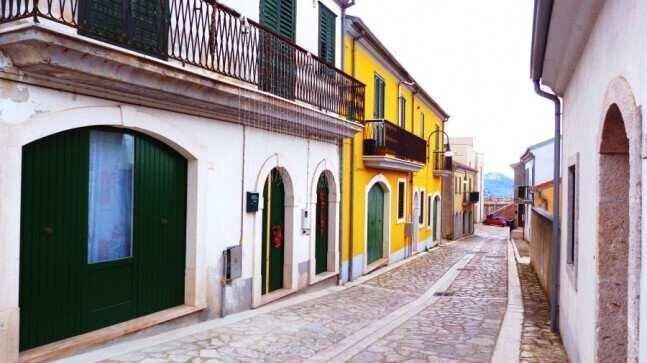 ქალაქი იტალიაში, სადაც ცხოვრების მსურველებს ქირის ფულს მთავრობა გადაუხდის