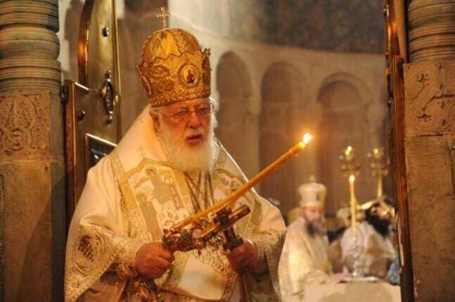 ილია II: მაცხოვარს ანთებული სანთლებით შევხვდეთ ღამის 12:00 საათიდან