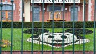 კომპანია Disney 100,000-ზე მეტ თანამშრომელს ხელფასს აღარ გადაუხდის