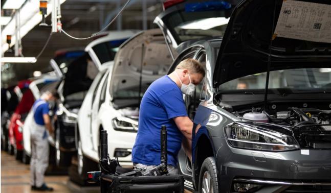 VW-ი მუშაობას ანახლებს - კომპანია პირველ კვირას 1,400 მანქანის წარმოებას გეგმავს