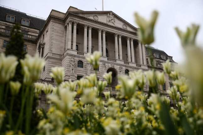 Bank of England warns UK economy will contract 14% in 2020
