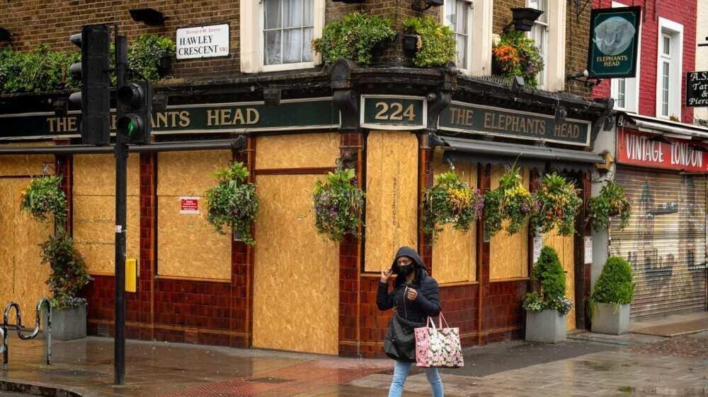 ბრიტანეთში სილამაზის სალონები, პაბები და რესტორნები მინიმუმ  4 ივლისამდე არ გაიხსნება