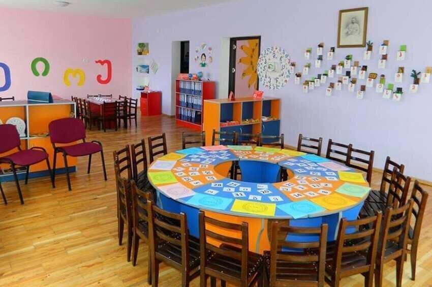 მშობელი ბაღის შენობაში  ვერ შევა - რა წესებით იმუშავებენ საბავშვო ბაღები?