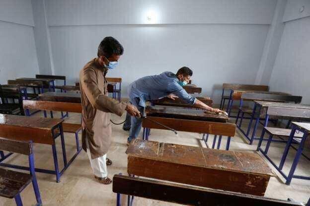პაკისტანი სკოლებს და უნივერსიტეტებს ხსნის