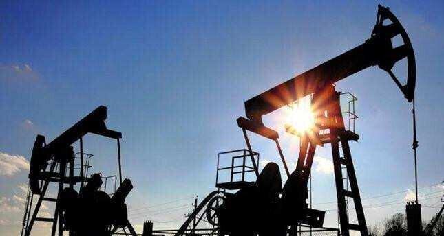 Oil falls as demand growth concerns outweigh U.S. stock drawdown