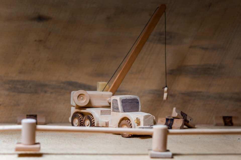 """""""დათო ბაბუას სათამაშოები"""" - ხისგან დამზადებული სათამაშოები წალენჯიხიდან"""