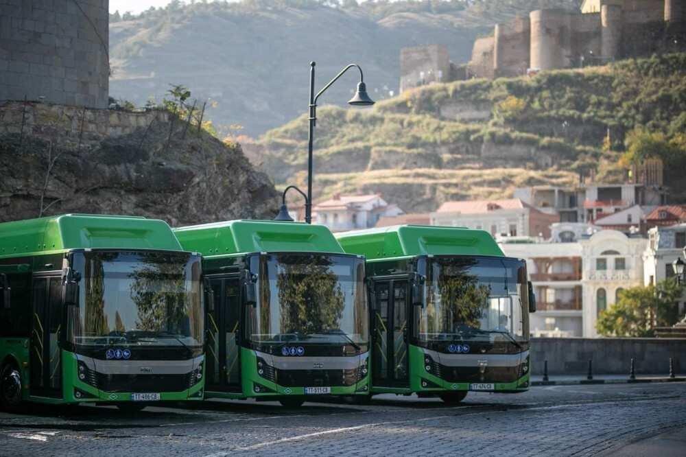 ახალ მიკროავტობუსებსა და ავტობუსებში მგზავრობის საფასურის გადახდის წესი იცვლება