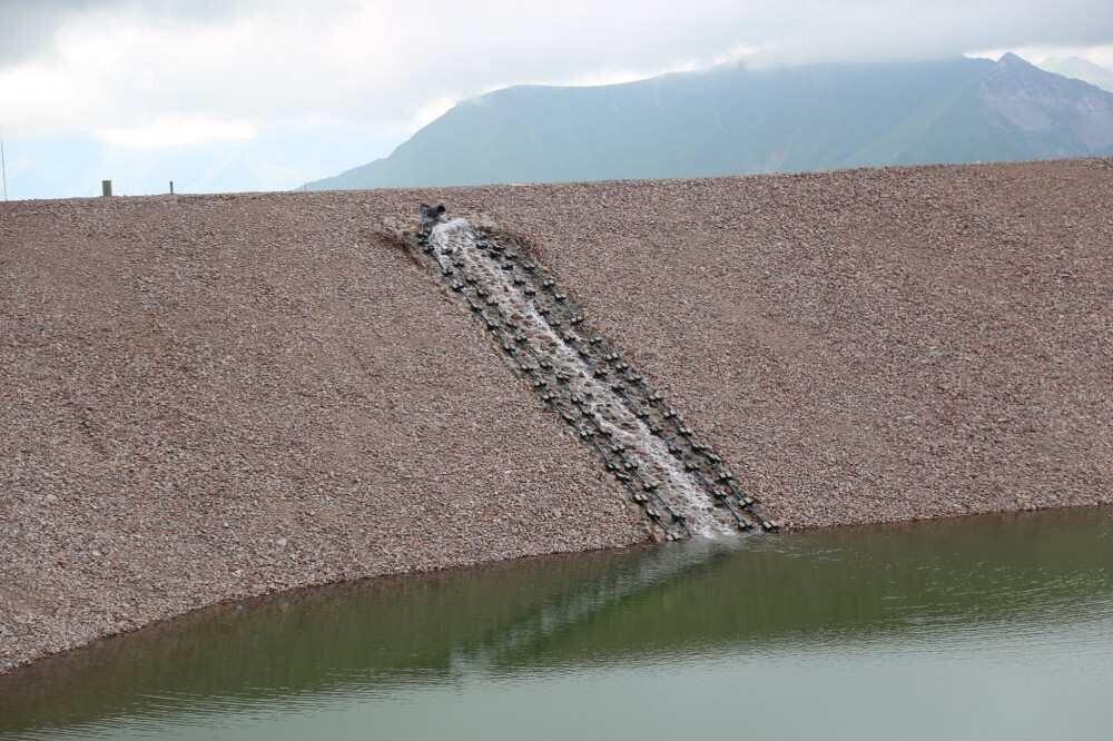გუდაურში გათოვლიანებისთვის საჭირო ხელოვნური ტბა წყლით უკვე აავსეს