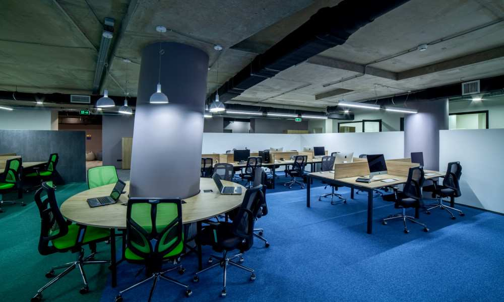 საოფისე ფართებზე მოთხოვნა შემცირდება, საერთო სამუშაო სივრცეებზე კი - გაიზრდება: Cushman & Wakefield