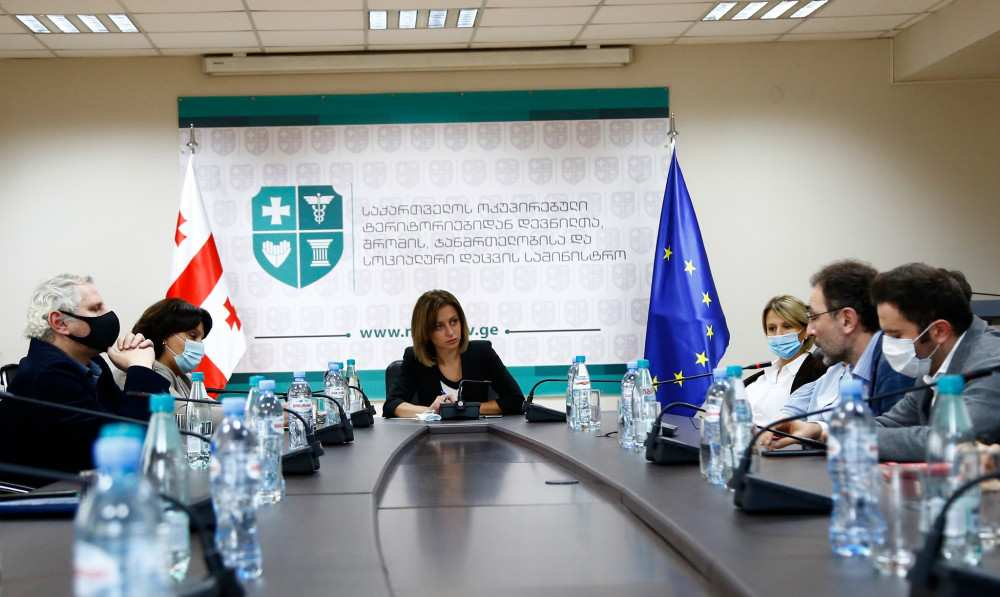"""""""წერილს გავეცანი"""" - ეთანხმება თუ არა ჯანდაცვის მინისტრი კლინიკების მიმართვას"""