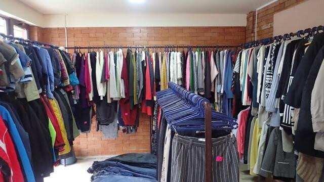 მეორადი მაღაზიების სექტორი ტანსაცმლის რეალიზებას ვეღარ ახერხებს