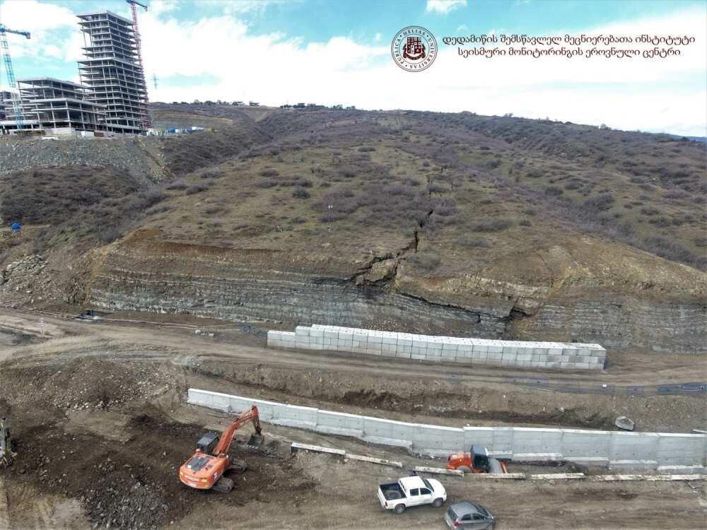 გეოლოგები მაჭავარიანის ქუჩაზე მეწყრულ პროცესებს არასწორ სამშენებლო დაგეგმარებას უკავშირებენ