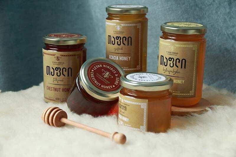 IFC-ის დახმარებით, ნინიძეების კომპანიამ EU-ში ექსპორტზე 10 ტონა თაფლი გაიტანა