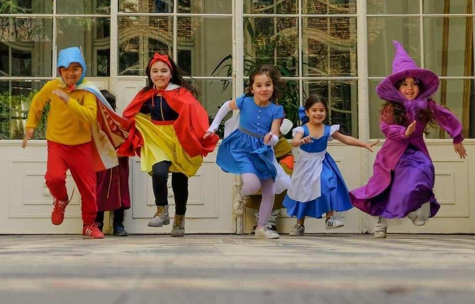 """""""გნომო"""" მომხმარებელს ბუნებრივი ნაჭრებისგან შექმნილ საბავშვო გმირების კოსტიუმებს სთავაზობს"""