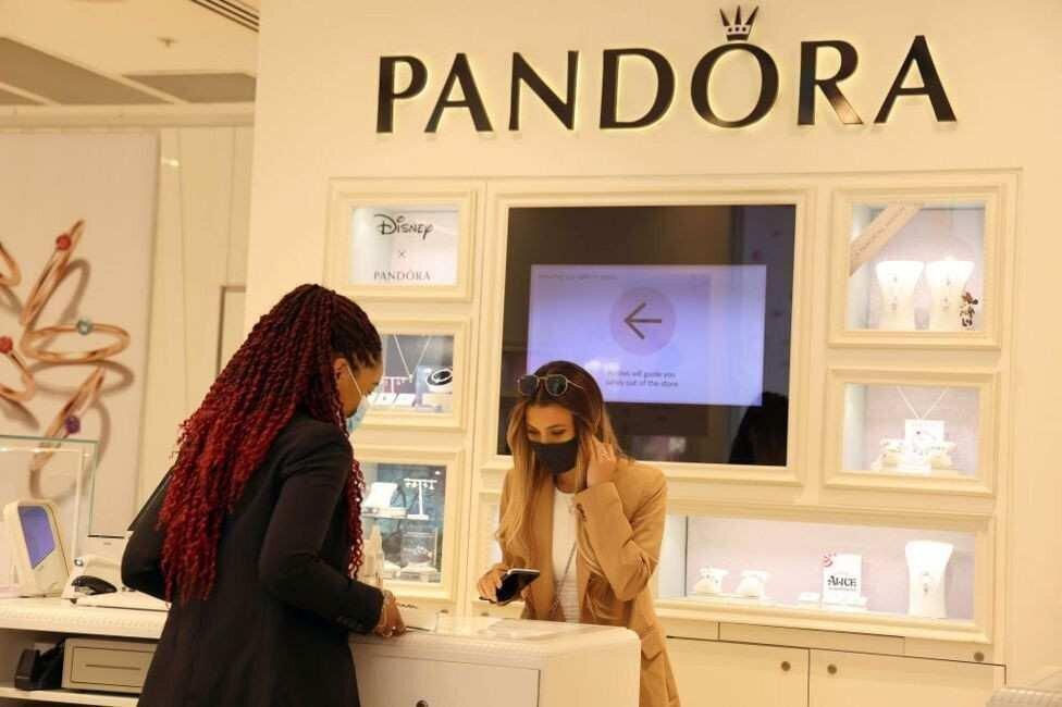 Pandora საიუველირო ნაწარმში ნატურალურ ბრილიანტებს აღარ გამოიყენებს