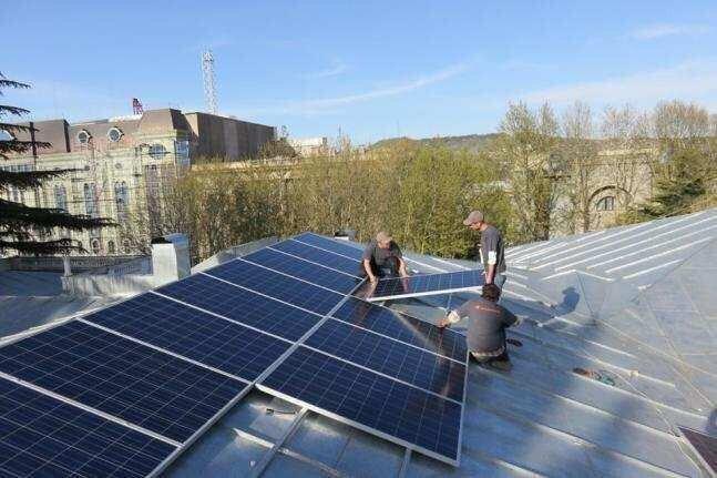 ბათუმის 13 საჯარო სკოლა მზის ელექტროსადგურებით აღიჭურვა