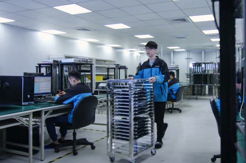 Covid-19 Outbreak at Taiwan Worsens Global Chip Shortage
