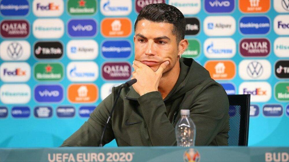 გუნდები, რომელთა ფეხბურთელები პრესკონფერენციის მაგიდიდან სპონსორების სასმელებს აიღებენ, დაჯარიმდებიან - UEFA