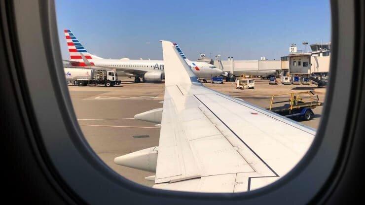 American Airlines-მა არასაკმარისი მუშახელის გამო ასობით ფრენა გააუქმა