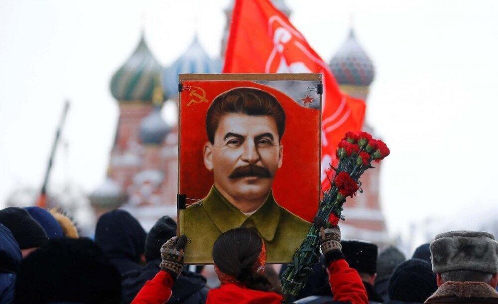 Russians, Ukrainians Split on Views of Stalin – Poll