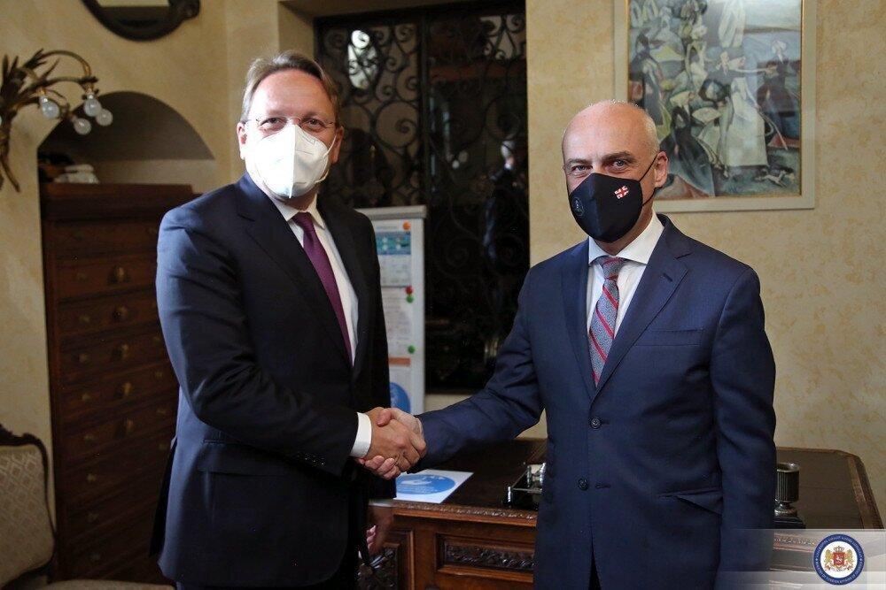 ზალკალიანი ევროკომისარ ვარეის შეხვდა -  ყურადღება EU-ს 2022 წლის საინვესტიციო გეგმაზე გამახვილდა