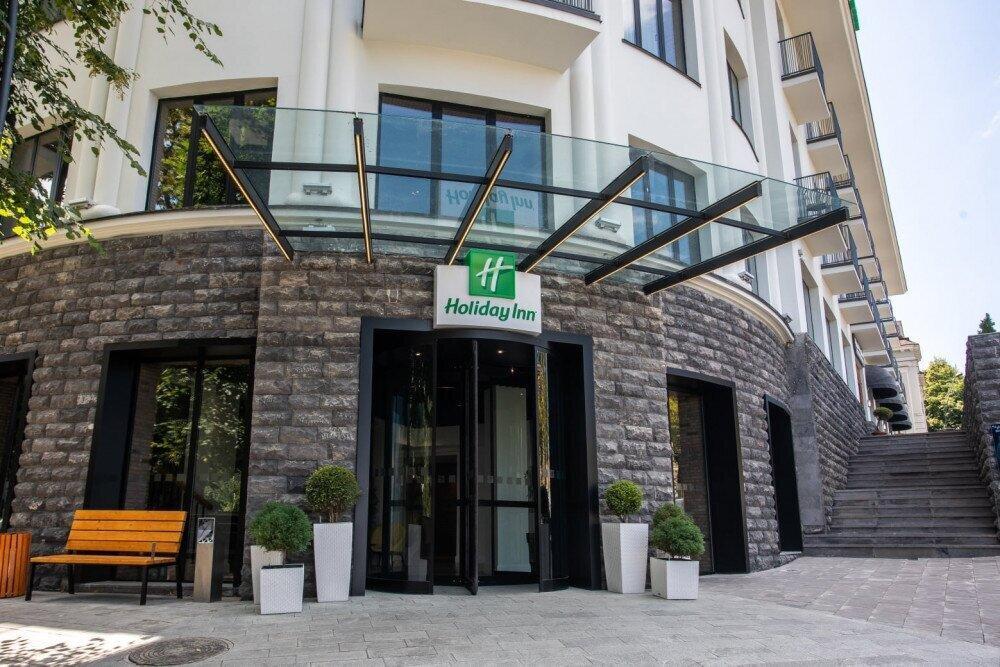 """სასტუმრო """"ჰოლიდეი ინნ თელავი"""" ვაქცინაციის კამპანიაში ერთვება და აცრილებისთვის სპეციალურ შეთავაზებას აცხადებს"""
