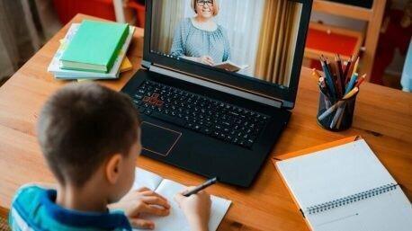 მოსწავლეები და მასწავლებლები შეღავათიანი მობილური ინტერნეტით ისარგებლებენ - სამინისტრო